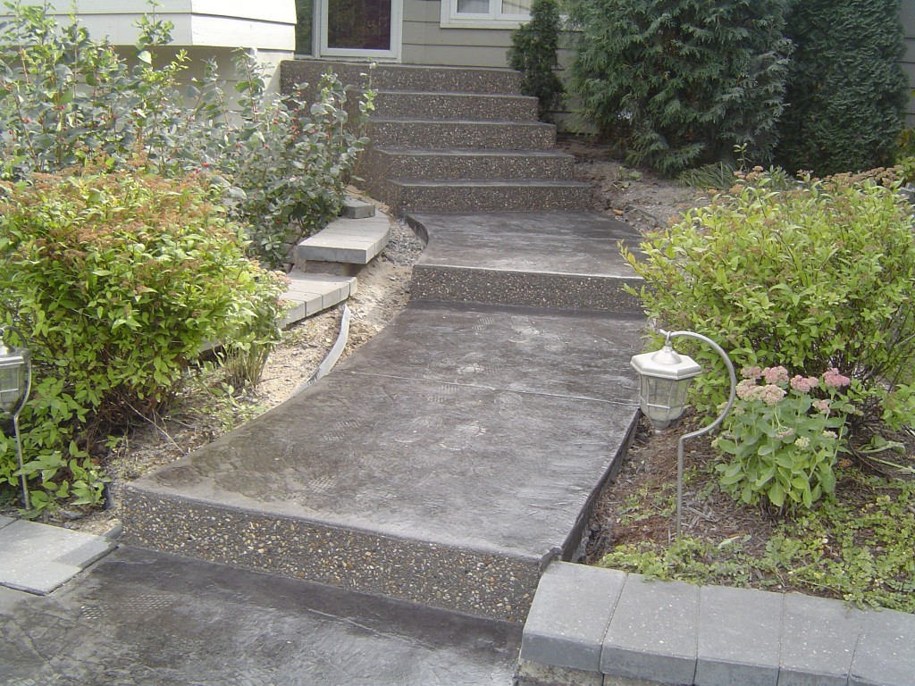 Johnny S Concrete 187 Charcoal Colored Canyon Slate Sidewalk